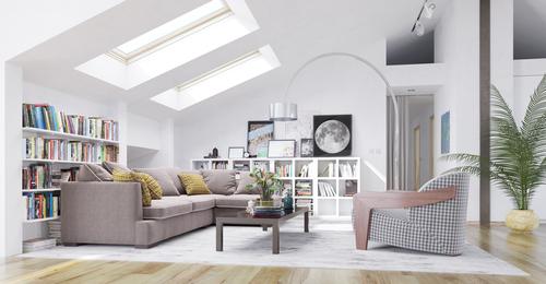 Ein voll ausbgebauter Dachboden mit großen hellen Fenstern