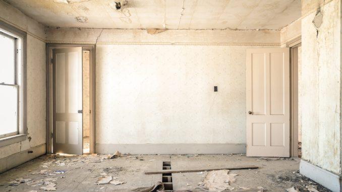 Renovierungsbedürftiges Zimmer alt