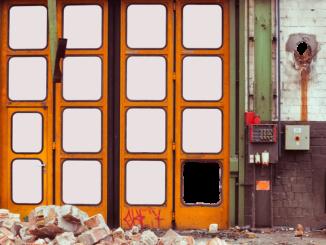 Ein organgefarbenes Falttor bzw. Industrietor