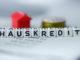 Deutsches Wort HAUSDARLEHEN gebildet durch Alphabetblöcke: HAUSKREDIT-Immobiliengeschäft