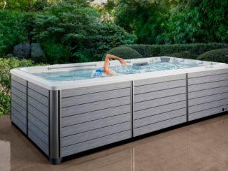 Ein Pool von Spa Deluxe