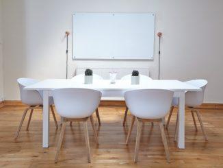 Konferenzraum mit Parkettboden